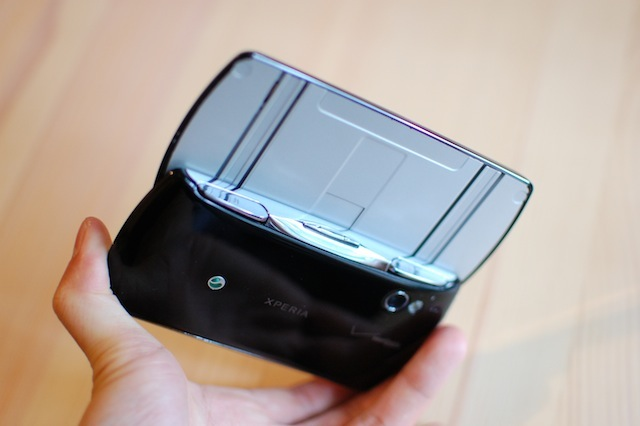 xperia-play-slider
