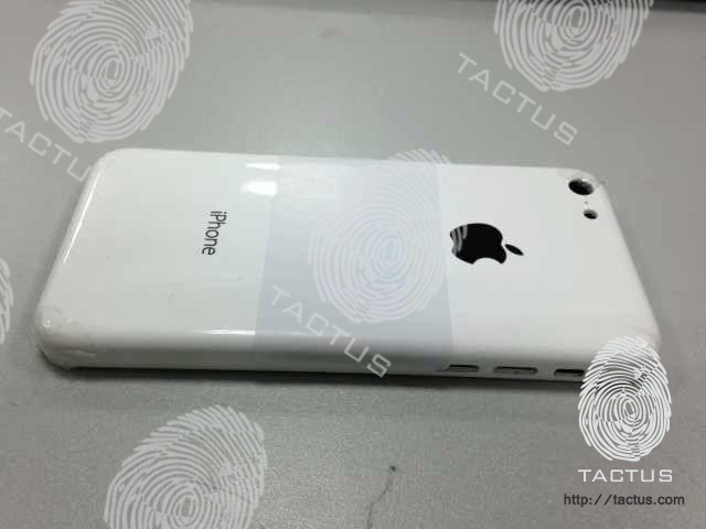 iphone-budget-plastic-case-leak