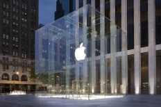 Apple To Drop Use Of Plastic Bags Starting April 15