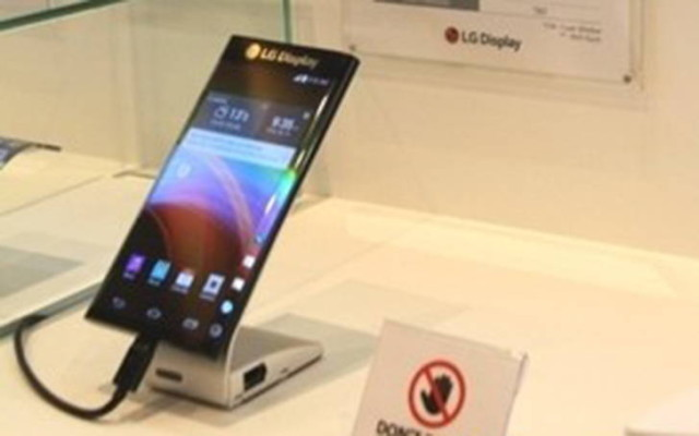 LG X Screen: Practice Test of the Smartphones with Additional Display
