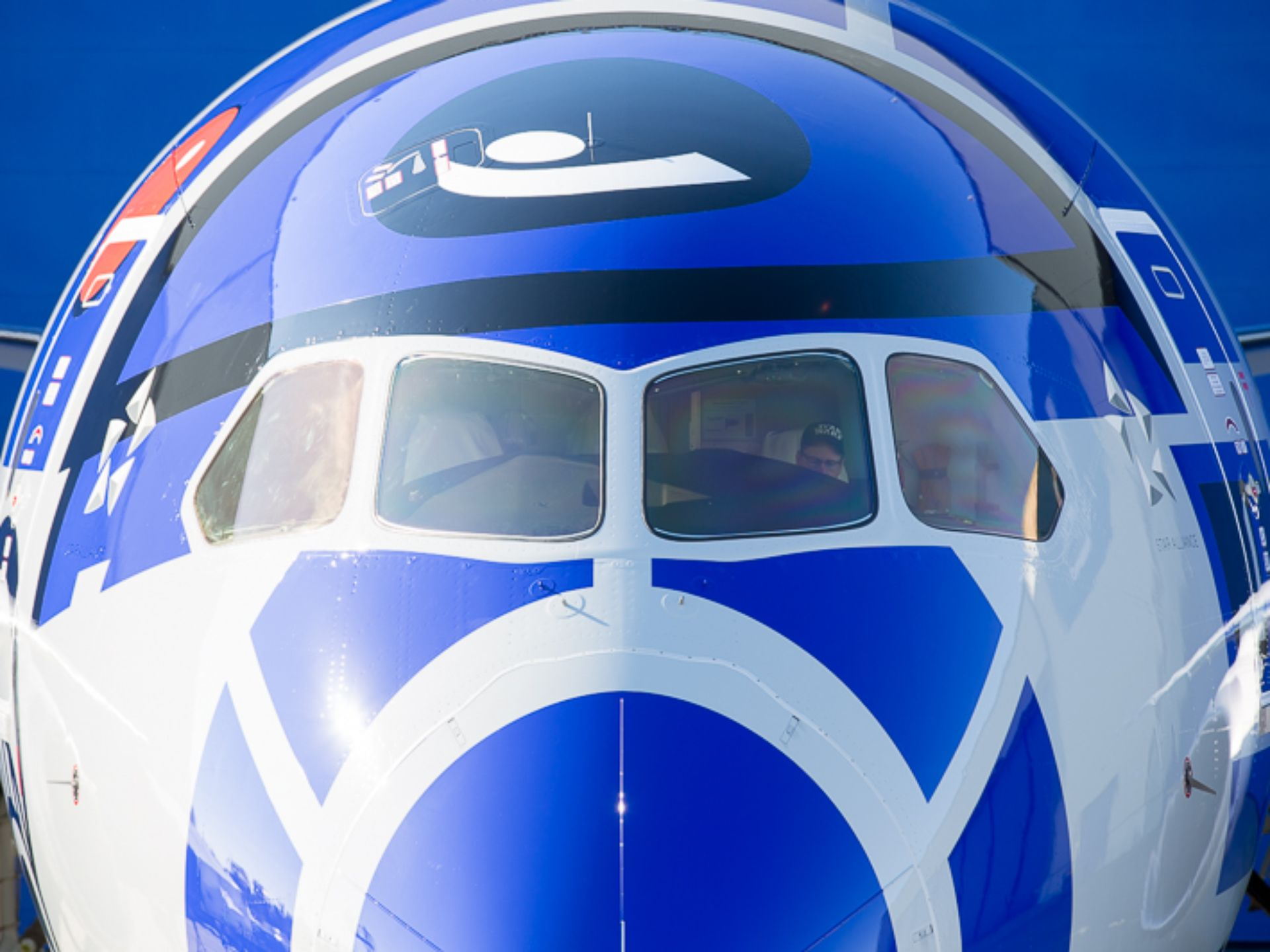 Rd D2 Dreamliner Takes To The Skies Ubergizmo