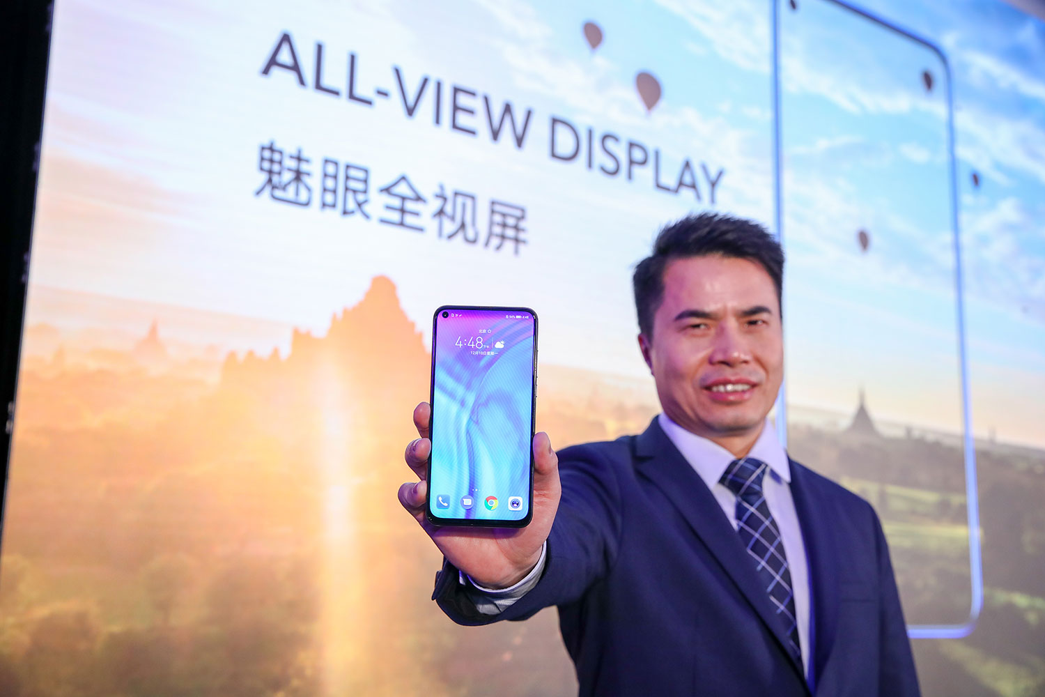 - Jimmy Xiong General Manager of HONOR Product with the HONOR View20 - 48 Megapixel Camera & Full-View Display